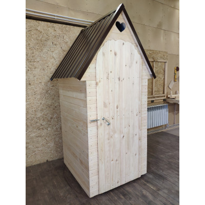 Туалет с двускатной крышей