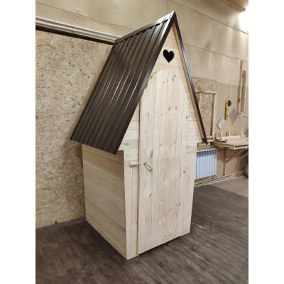 Туалет с ромбовидной крышей